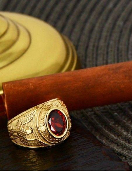 Belle bague universitaire or zircon rouge